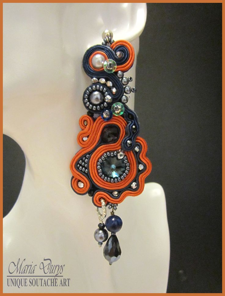 """Orecchini """"Cornflower"""" con cristallo di Swarovski,perle sintetiche, lapislazzuli, cristalli austriaci e perline Rocailles. Perno in arg.925."""
