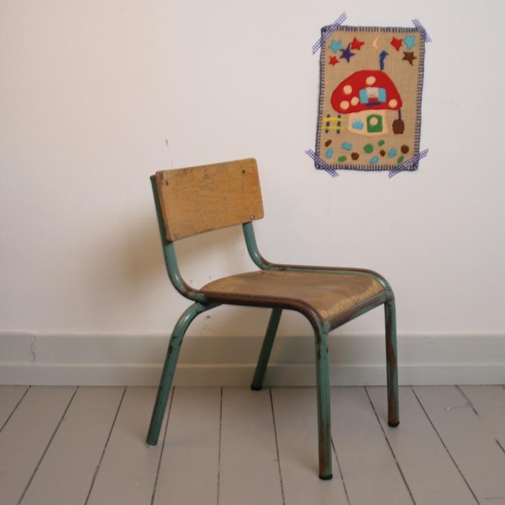25 beste idee n over oude metalen stoelen op pinterest metalen klapstoelen klapstoelen en - Houten tafel en stoel ...