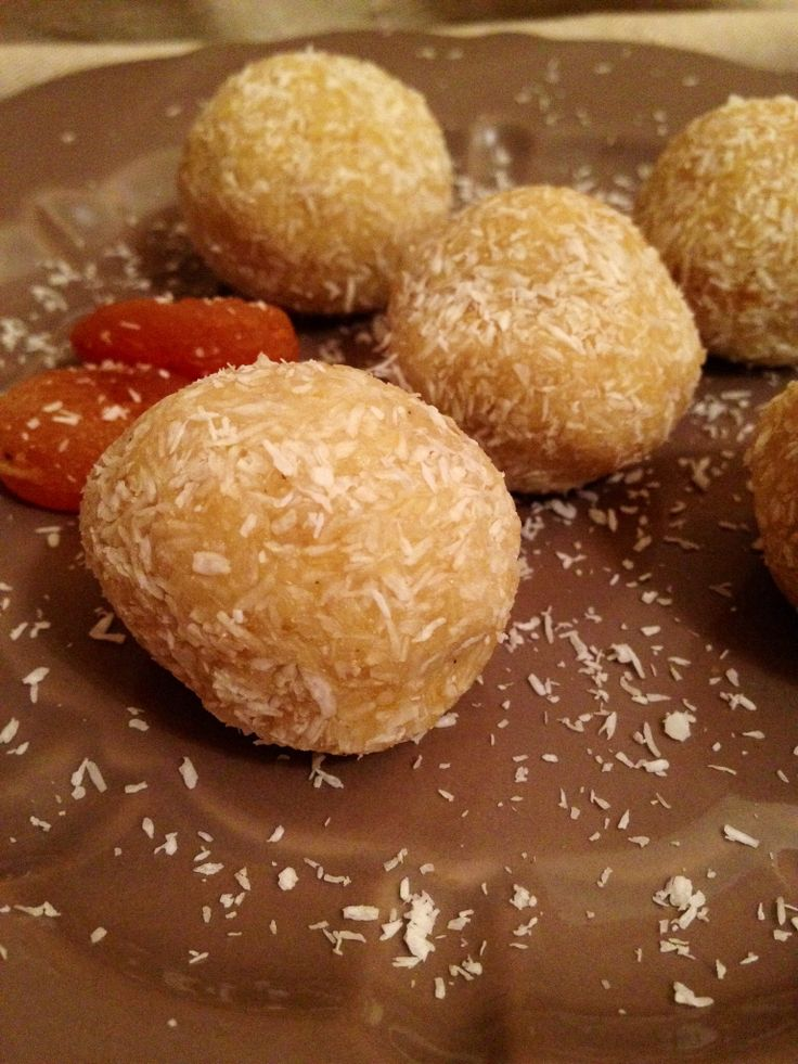 Raw-vegan coconut balls with apricot. Delicious.