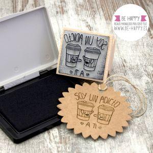 "Sello ""Soy adicto a ti"". € 7.50. www.be-happy.es. #sellosdecaucho #rubberstamp #design #decoracion #handmade #stamp #stamps #sellodecaucho #scrapbooking #scrap #scrapbook #DIY"