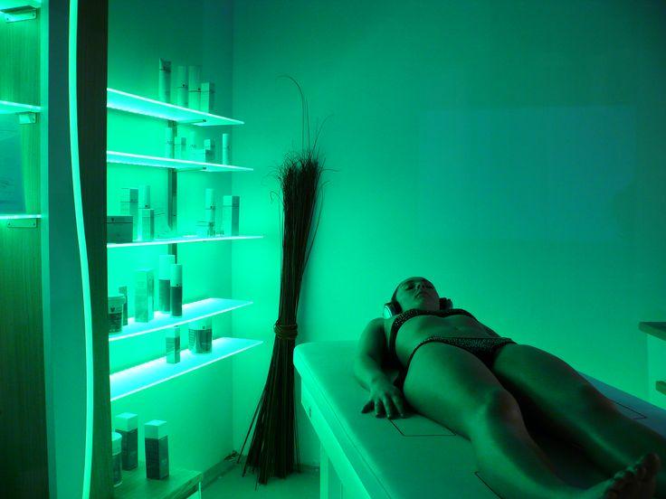 Lumina, parete attrezzata per cabina trattamenti, design by Studio Stefano Pediconi