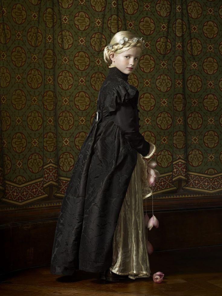 Erwin Olaf, Exquisite Corpses, Interpretatie Johanna, dochter van de graaf van Egmond, 2012, in opdracht van het Kasteel van Gaasbeek