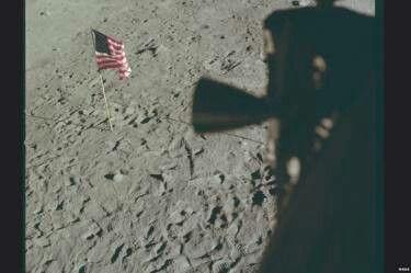 Da janela da Apollo 11 as pegadas humanas na Lua podem ser vistas claramente (Foto: Nasa/Project Apollo Archive)