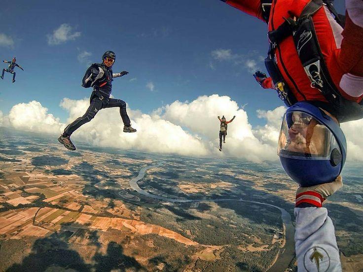 📷 by @joshuaodonoghue 🌈 #skydiving #skydive #skydivers #skydiver #skydivegram #freefal #airplane #parachute #parachutes 😎 TAG A FRIEND 👇