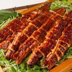 東京上野の和食ビュッフェレストラン大地の贈り物で全11種のうなぎ料理を提供する鰻フェア第2弾を7月15日土9月3日日の期間限定で開催しています  全11種類のうなぎ料理は以下の通り  ランチディナー共通メニュー うなぎと大根のしゃきしゃきサラダ うなぎと夏野菜のピッツア うなぎとトマトの冷製パスタ うなぎ南蛮うどん  ディナー限定メニュー うなぎのかば焼き うなぎ握り寿司 うなぎとポテトのアヒージョバケット添え うなぎと豆冨の揚げ出し 茶碗蒸しうなぎ柳川風餡掛け うなぎオクラ長芋の山かけ仕立て うなぎドーナッツ  #うなぎ #ウナギ #鰻 tags[東京都]