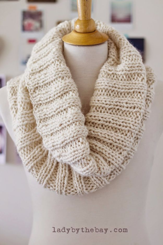 38 Easy Knitting Ideas -Cozy Ribbed Scarf-  DIY Knitting Ideas For Beginners, Cute Kinitting Projects, Knitting Ideas And Patterns, Easy Knitting Crafts, Gifts You Can Knit, Knitted Decors http://diyjoy.com/easy-knitting-ideas