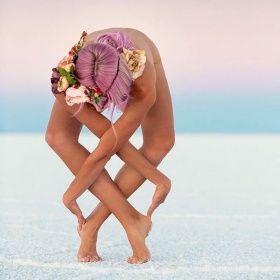 ➰  ➰ Una estimulante Yogi contorsiona su cuerpo en increíbles posturas para promover la paz interior