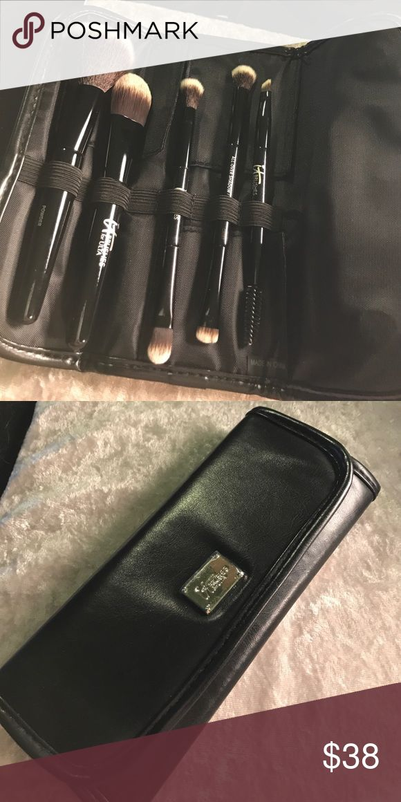 IT Cosmetics Deluxe Dual Ended Travel Brush Set Perfect travel set. Five Brushes, eight different tools. Never used. No trades or holds. Same or next day shipping. IT Cosmetics Makeup Brushes & Tools