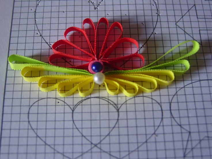 1000 images about quilling tutotiald and tools on pinterest for Quilling designs for beginners