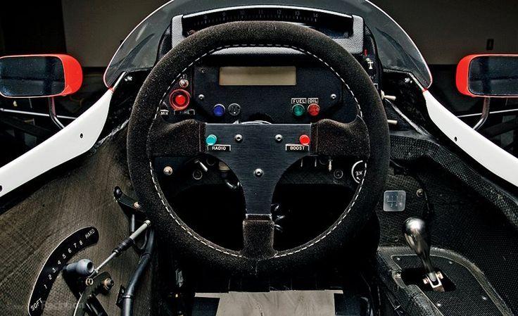 #Okutan102 #S2000 La célèbre MP4/5 intègre un levier de vitesses surplombé de cette forme caractéristique, faite pour l'ergonomie, l'efficacité, les sensations et la performance… --- The famous McLaren MP4/5 carried a shifter with this typical shape, made for ergonomy, efficiency, feeling and performance…