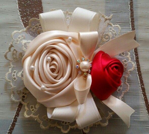 Flor beige con rojo especial