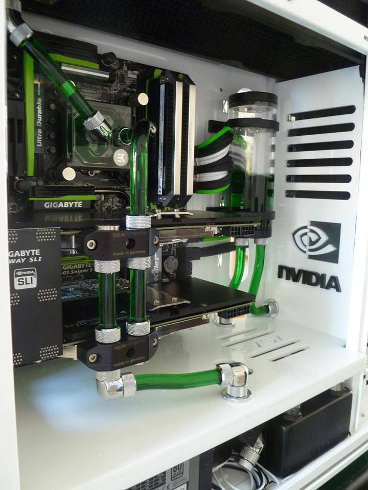 loving the green and white of this pc case