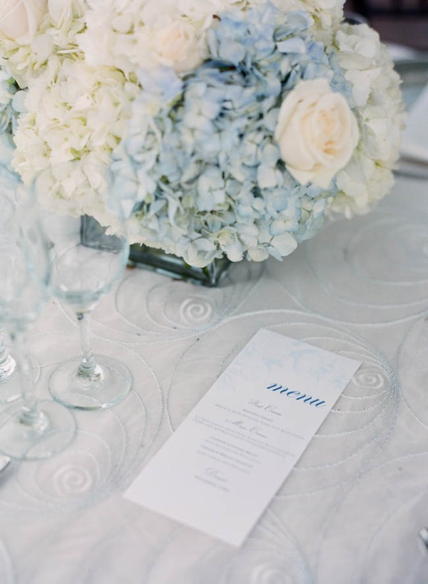 Simple blue and white hydrangea centerpiece. Photography by michellemarch.com