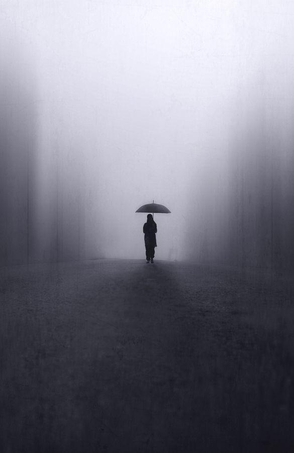 komend uit een zwarte diepte... opweg naar een lichtpuntje vragen /hopen op even geen dieptes meer ... hoop ?