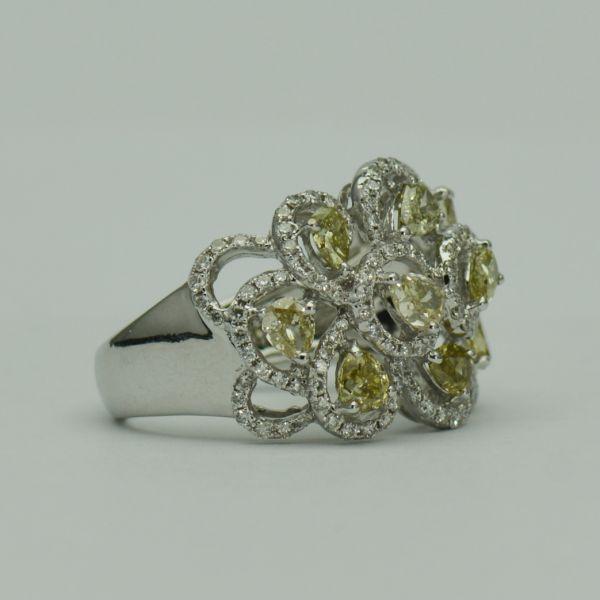 Inel cu diamante galbene