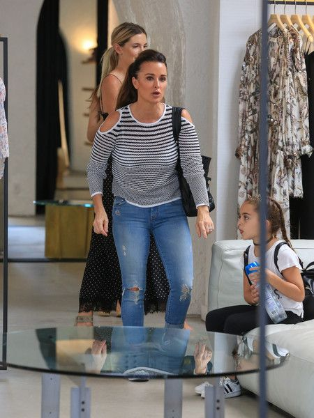 Kyle Richards Photos Photos - Kyle Richards and Portia Umansky are seen out together on August 25, 2016. - Kyle Richards and Her Daughter Portia Umansky Go Shopping
