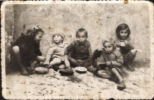 Niños en el ghetto de Lodz, Polonia.