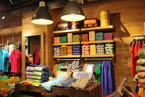 Superdry, Guess y Havaianas abren nuevos outlets en el centro comercial Las Rozas Village de Madrid