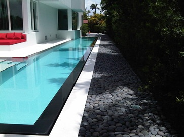 I like light colored pool with black accent and grey rock