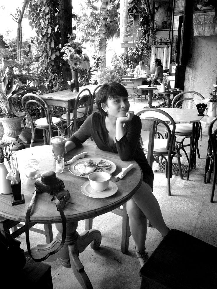 Anne at Kebun Bistro, Ubud, Dec 2014