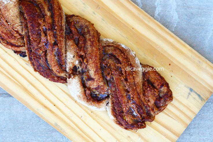 Pão integral trançado recheado com manteiga d amendoim e banana