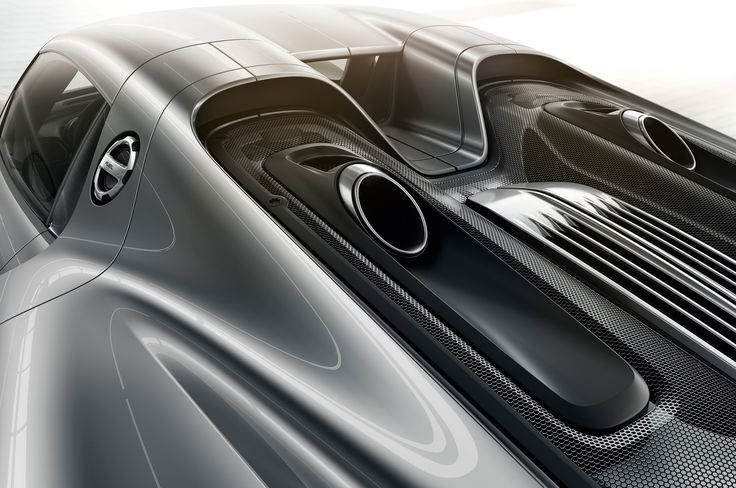 2013 Porsche 918 Spyder - The exhaust detailing (and placement) is perfect.
