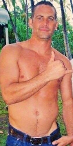 PW is freaking goregous and sexy! Wow I love his body