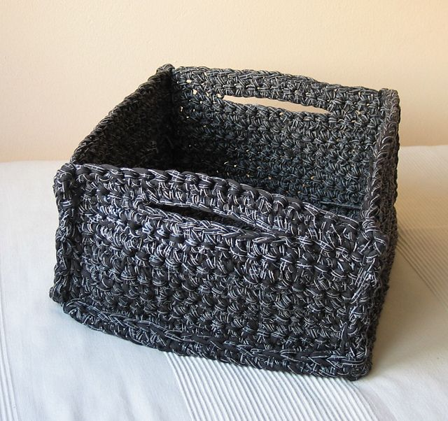 Get that Spa Feeling - Spa Baskets pattern by Bernat Design Studio - I would choose white or beige but i like it!