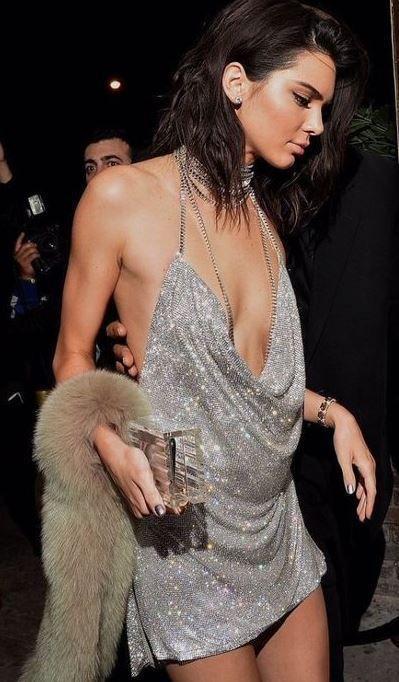 Dieses Kendall Jenner Kleid ist perfekt für Silvester-Outfit-Ideen!