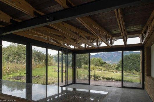 Exposed Trusses   Malinalco House   Arquitectura Alternativa
