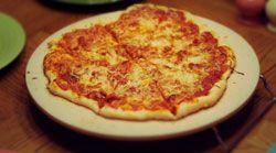 Hoe werkt een pizzasteen   Mijn BBQ & Rookoven