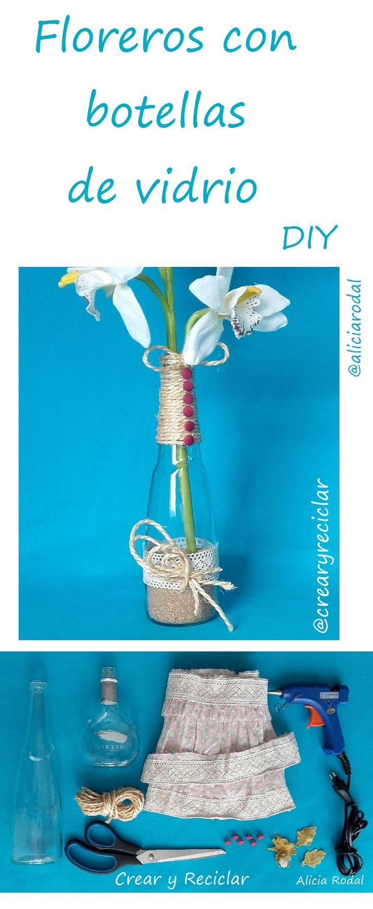 Botellas de vidrio… encaje… cuerda… flores secas… un poco arena… y listo!!!  Ya tienes unos lindos floreros para decorar tu hogar  Recuerda suscribirte a mi Blog http://crearyreciclar.com/?p=2347 #crearyreciclar #blog #youtube #diy