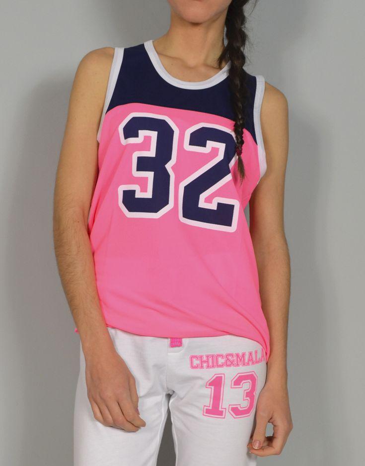 Camiseta combinada basket Chic 32. Tiendas13 ofrece toda una selección de ropa para Mujeres creada y diseñada de forma exclusiva para Trece13 en nuestro estudio de diseño.