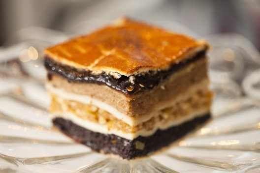 A flódni a tradícionális zsidó konyha királynője. Hozzávalók  fél kiló liszt, 22 deka libazsír,vagy 25 dkg vaj, 2 tojás sárgája