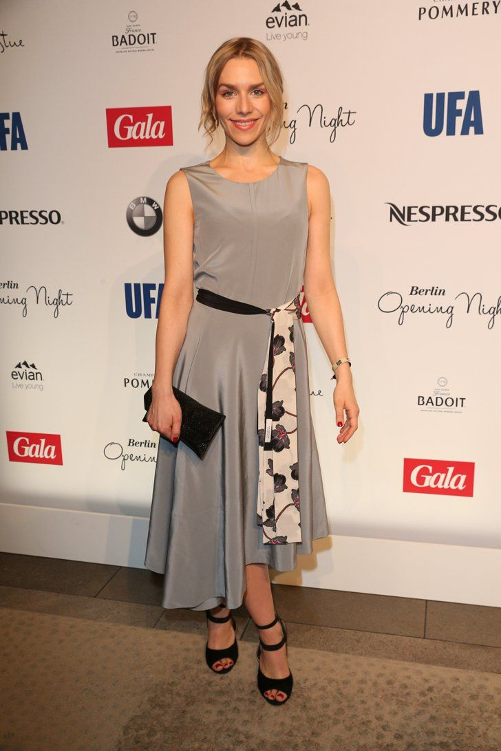 Pin for Later: Das war die 66. Berlinale: Seht alle Stars und alle Outfits Tag 1 Julia Dietze