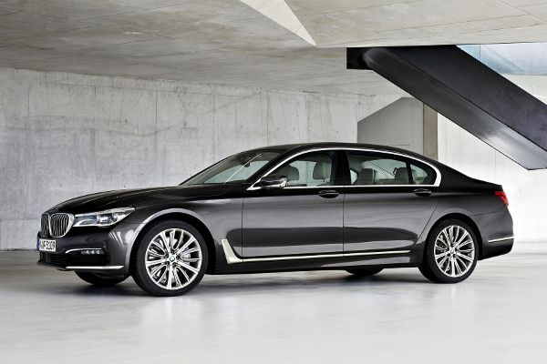 New 2016 BMW 7 series interior, specs, release date - http://carsintrend.com/new-2016-bmw-7-series-interior-specs-release-date/