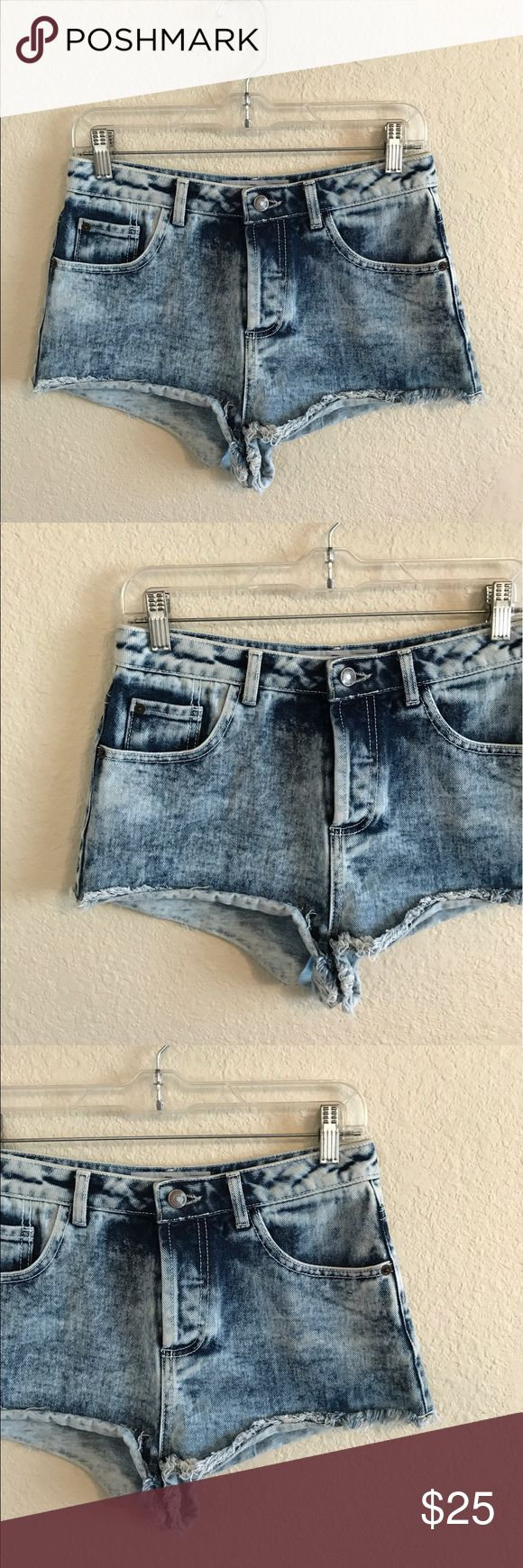 """TOPSHOP women's Blue Acid Wash Shorts 6 TOPSHOP women's Super Cute Blue Acid Wash Shorts.  Size: 26.  Inseam: 1.5"""" In Great condition! If you have any questions feel free to ask! Topshop Shorts Jean Shorts"""