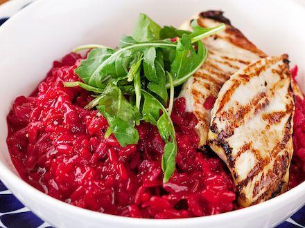 Punajuuririsotto  punajuuri-> voisi tehdä kvinoalla ja maustaa inkiväärillä