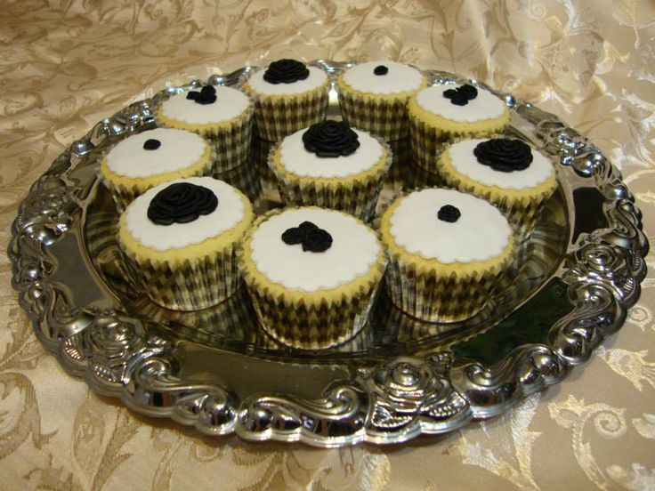 December 2013 - vanilla cupcakes with fondant roses