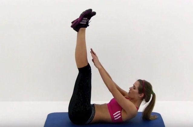 Эта десятиминутная тренировка поможет быстро похудеть. Всего за 3-4 недели вы потеряете до четырех килограммов. А если сил хватит на 8 недель, сбросите от 8 до 11 килограммов лишнего веса!