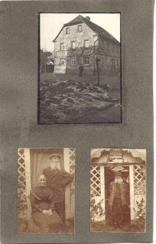3-alte-sw-Foto-ALTES-EHEPAAR-Hessen-Nahe-Frankfurt-Main-Inschrift-am-Giebel-1925