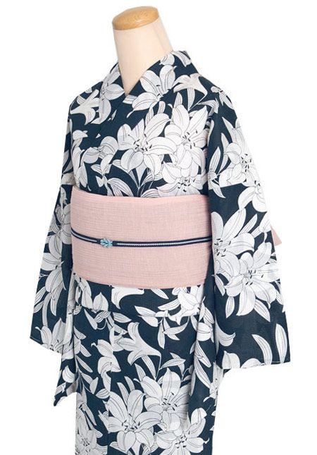 I kinda want to try wearing a kimono