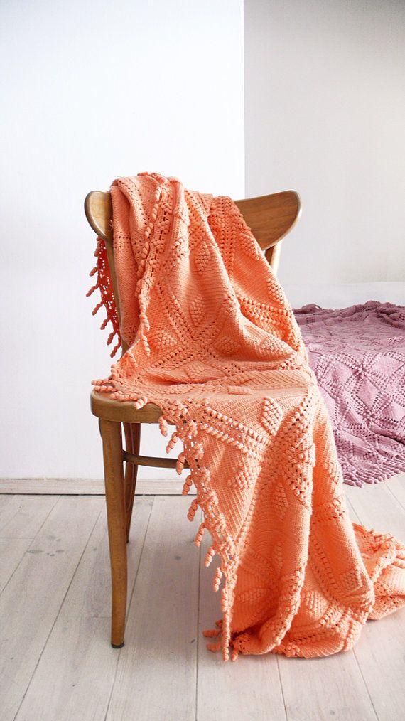 Vintage crocheted blanket  Peach van lacasadecoto op Etsy