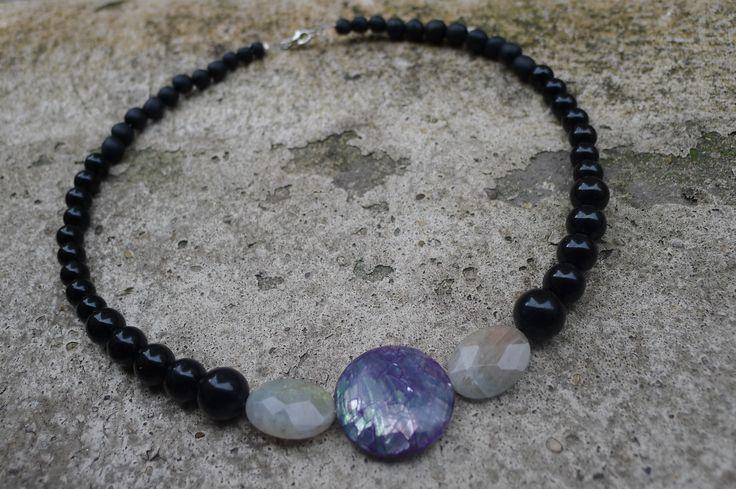 Collier pierres et nacre par Elisabeth de Sagazan