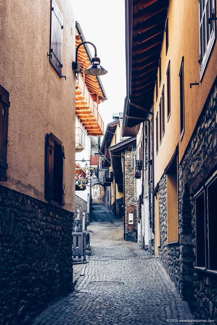 Inside the winding streets of Courmayeur, Italy / TEAM STARNES