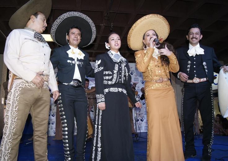 Lupita Infante comenzó la celebración del 56 aniversario luctuoso del ídolo mexicano