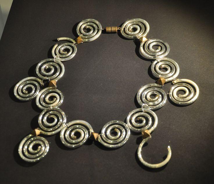 * collier Elsa Triolet pour Schiaparelli printemps 1931 Perles en verre argenté anneaux en fer fil de fer et bagues de laiton