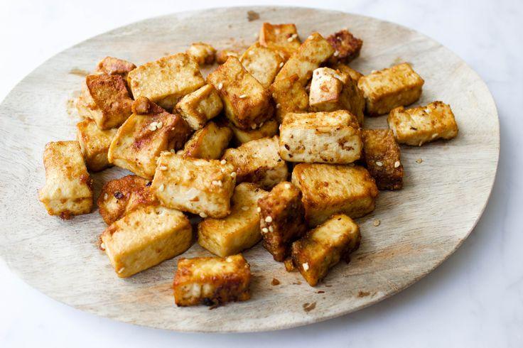 Recept voor knapperige tofu. Heb jij ook zo'n moeite om je tofu echt lekker te krijgen? Ik hoop het want dan ben ik niet de enige. Ik vind het idee van