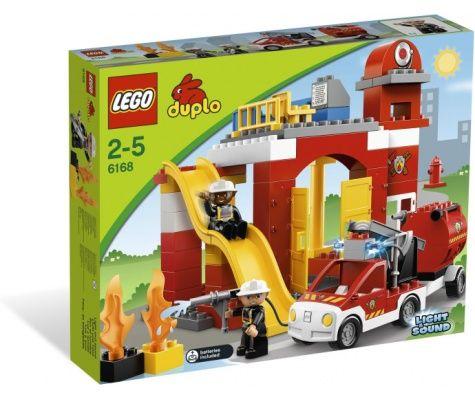 Alle brandweermannen slapen in de brandweer kazerne