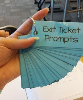 Awesome idea: Ring o' Exit Ticket Prompts (post includes FREE download of prompts to make your own ring!)
